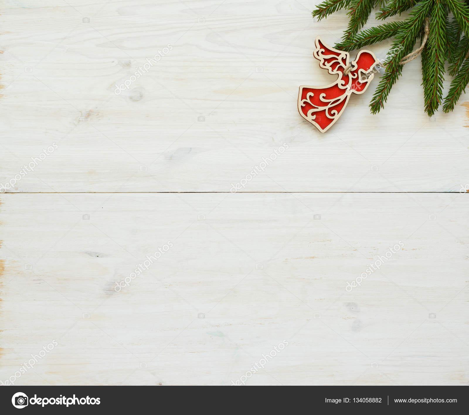 Kerstboom Takken Met Kerstversiering Op Wit Hout Stockfoto