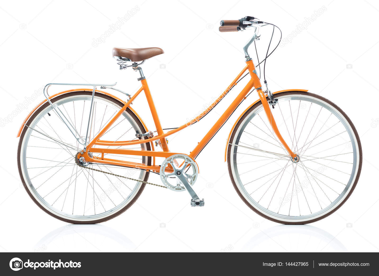 Stilvolle weibliche orange Fahrrad isoliert auf weiss — Stockfoto ...