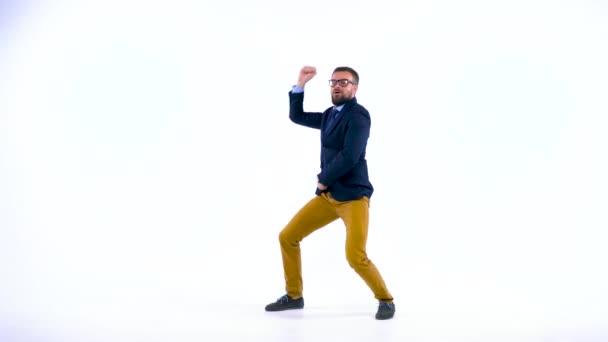 Profesionální obchodní lidí baví tanec jako blázen
