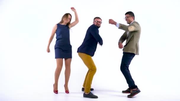 Gente di affari professionale divertirsi ballando come un matto