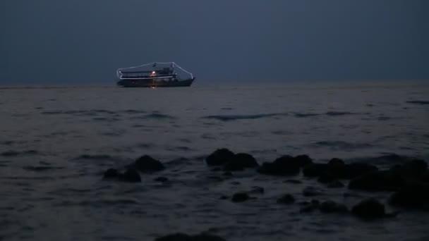 výletní lodi v noci