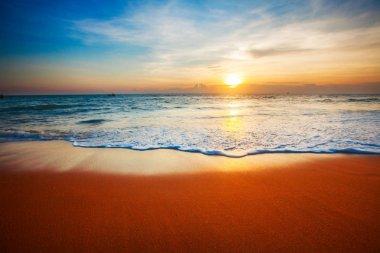 Waves on tropical sea