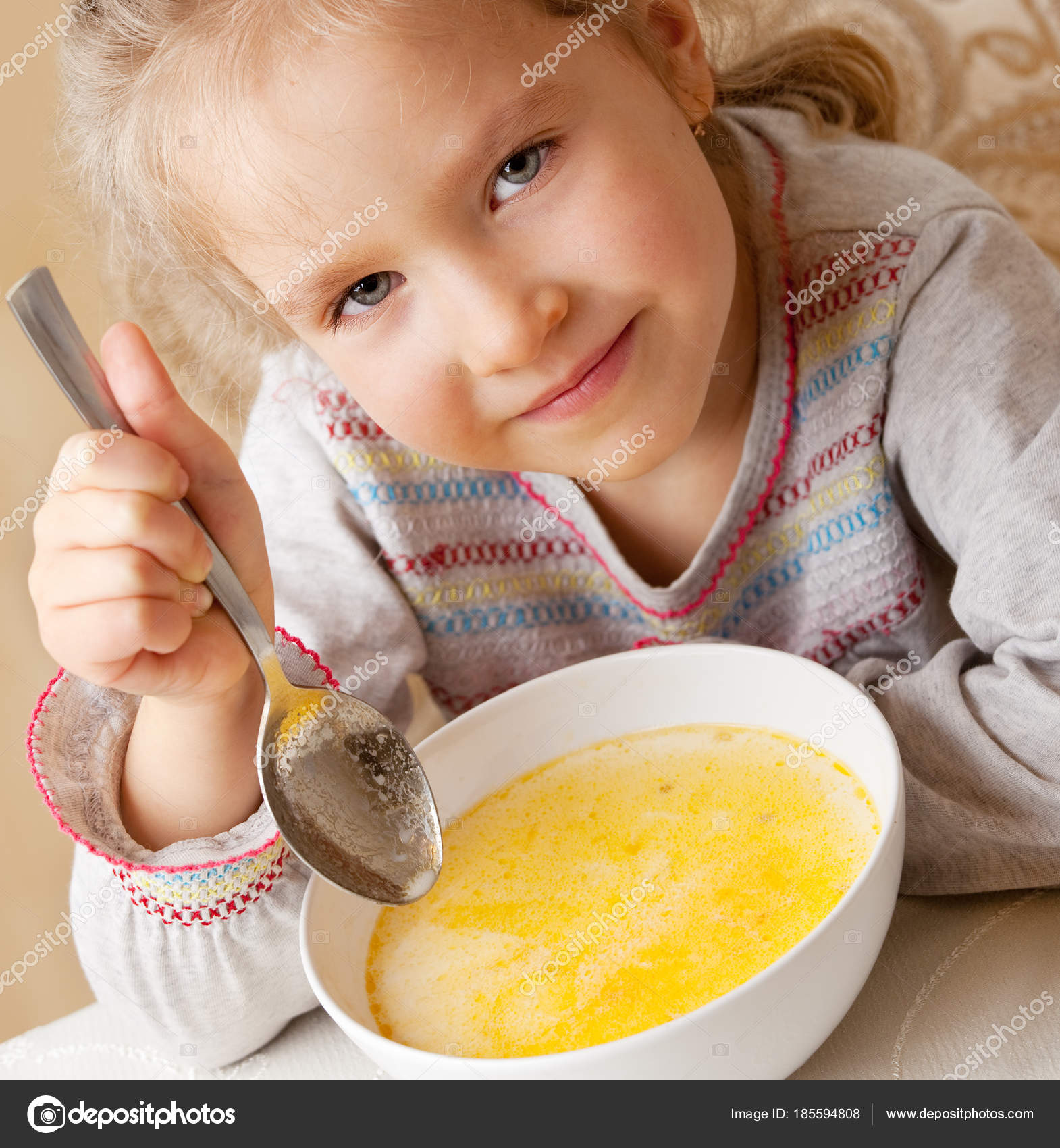 Niño Tomando Sopa Para Colorear Niña Comiendo Sopa Foto