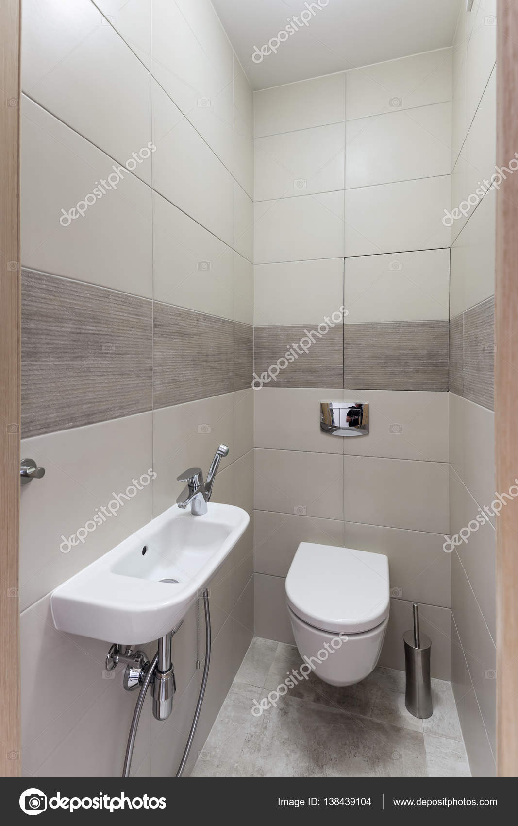 Moderne Toilette Interieur — Stockfoto © YegorP #138439104