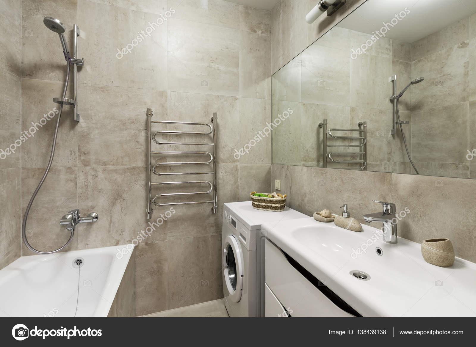 Badkamer interieur in Scandinavische stijl — Stockfoto © YegorP ...