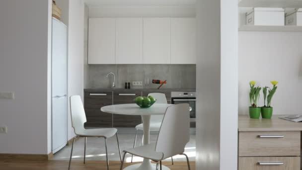 4 k. interiér moderní byt ve skandinávském stylu s kuchyní a pracovišti. Pohybu panoramatický pohled