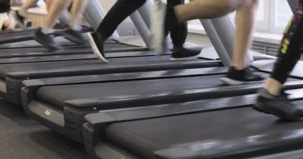 Menschen in die Fitness Laufband Cardio-workout