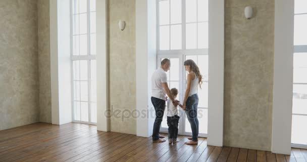 Stopáže videa nový byt. Rodina se přestěhuje do nového bytu