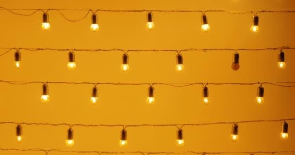 Krásný design lampy vytvořit příjemnou atmosféru a přátelské prostředí. Tuto důvěru musí komunikovat. Mnoho svítidla aprávním věnec. V noci, žárovky