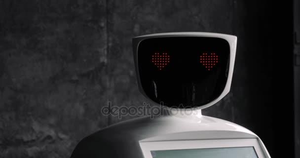 Robot se dívá na kameru na osobu. Robot ukazuje emoce. Moderní robotická technologie.