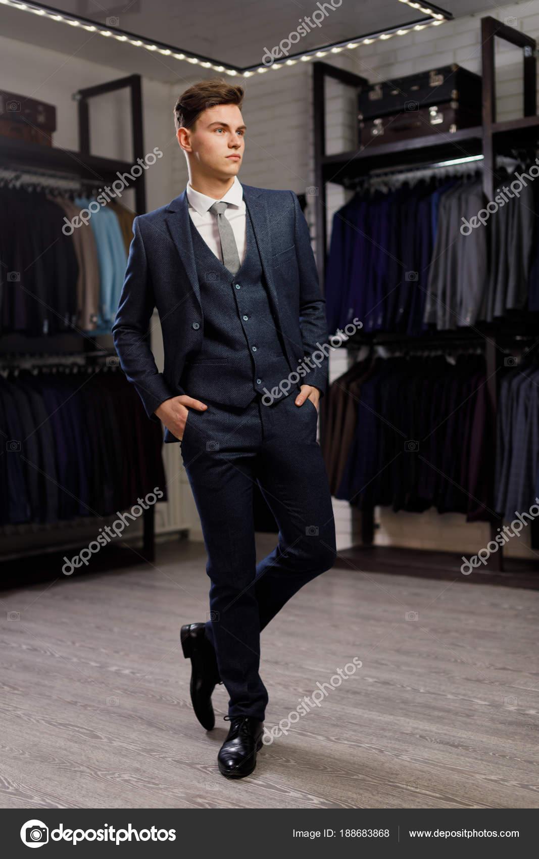 giovane concetto stile shopping di vendita persone e moda x0zw0TRnOq