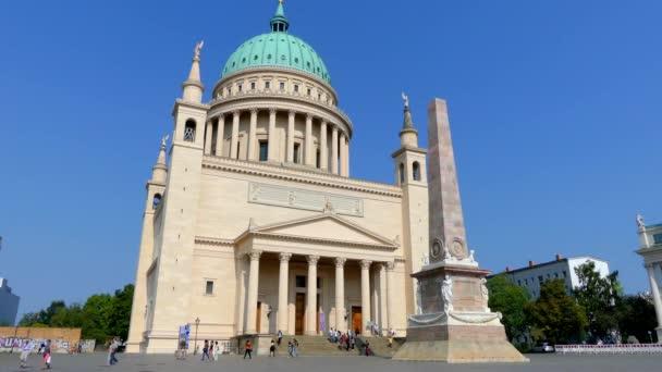 Die St.-Nikolaus-Kirche in Potsdam ist eine evangelisch-lutherische Kirche am Alten Markt. Zentralbau im klassizistischen Stil nach Plänen von Karl Friedrich Schinkel.