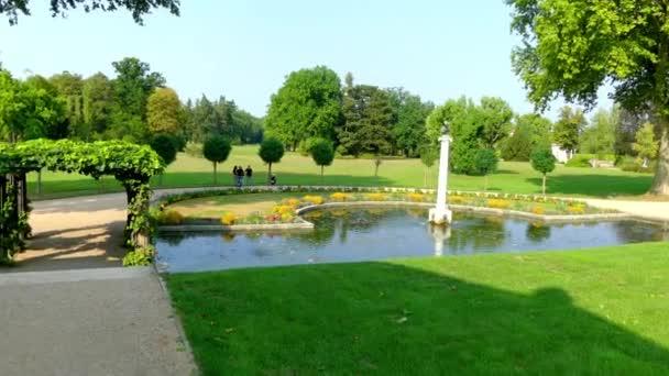 Charlottenhofu Palace (Manor) je bývalý královský palác se nachází jihozápadně od zámku Sanssouci v parku v Postupimi, Německo. To je nejlépe známý jako letní sídlo korunního Prince Fridricha Viléma.