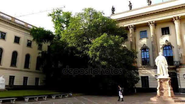 Humboldt University of Berlin je jednou z nejstarších univerzit z Německa, založená na jako berlínské univerzitě liberální pruský reformátor a jazykovědec Wilhelm von Humboldt