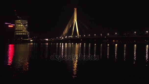 Vansu most v Rize je Zavěšený most na řece Daugava v Rize