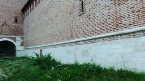 Smolensk Kremlu je pevnost, uzavírající střed města Smolensk v západním Rusku. Částečně zachované pevnosti stěny byla postavena v letech 1595 a 1602 (carů Fjodor I Ioannovich a Borise Godunova).