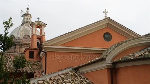 Santi Luca e Martina je kostel v Římě, Itálie, který se nachází mezi Římským fórem a Forum of Caesar a poblíž oblouku Septimus Severus. Svatá Martina mučednice v roce 228 n.l. u císaře Alexandra Severuse.