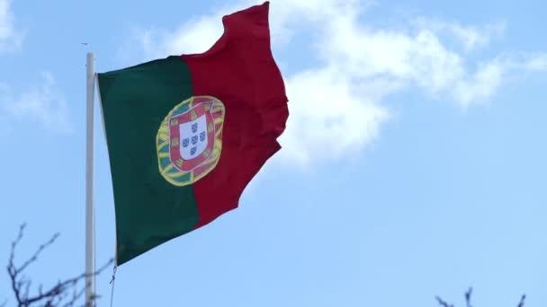 Portugál (Bandeira de Portugal) zászló a nemzeti zászló, a Portugál Köztársaság. -A  egy téglalap alakú egy kétszínű egyenlőtlenül oszlik az emelő a zöld és vörös menet közben.
