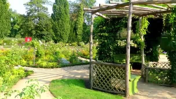Květná zahrada v parku Sanssouci je velký park obklopující zámek Sanssouci v Postupimi, Německo. Po terasování vinice a dokončení palác, okolí byly zahrnuty do struktury.