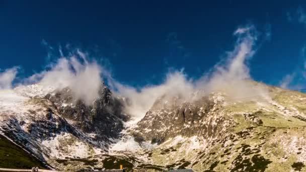 Tatry, Slovensko - 31 října 2016: Lanovka na Lomnický štít ve Vysokých Tatrách. Tatrách, Tatry nebo Tatra, jsou pohoří, který tvoří přirozenou hranici mezi Slovenskem a Polskem.