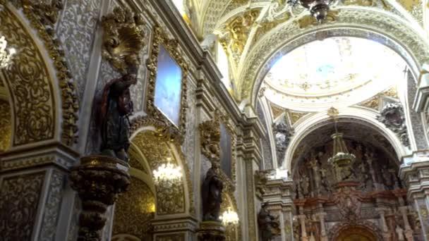 Granada, Španělsko - Leden 29 2017: Bazilika Panny Marie od Angustias v Granadě. Granada je město ve španělské autonomním společenství Andalusie, Španělsko, se nachází na úpatí pohoří Sierra Nevada.
