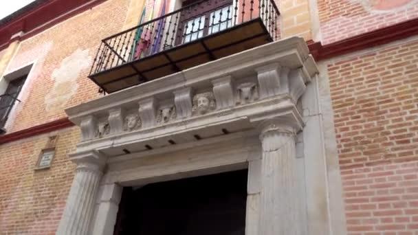 Palace Manara, fejedelmi ház stílus alapvetően reneszánsz, található a Sevilla, a város régi zsidóság kerület San Bartolome. Az emberbarát Miguel de Manara született.