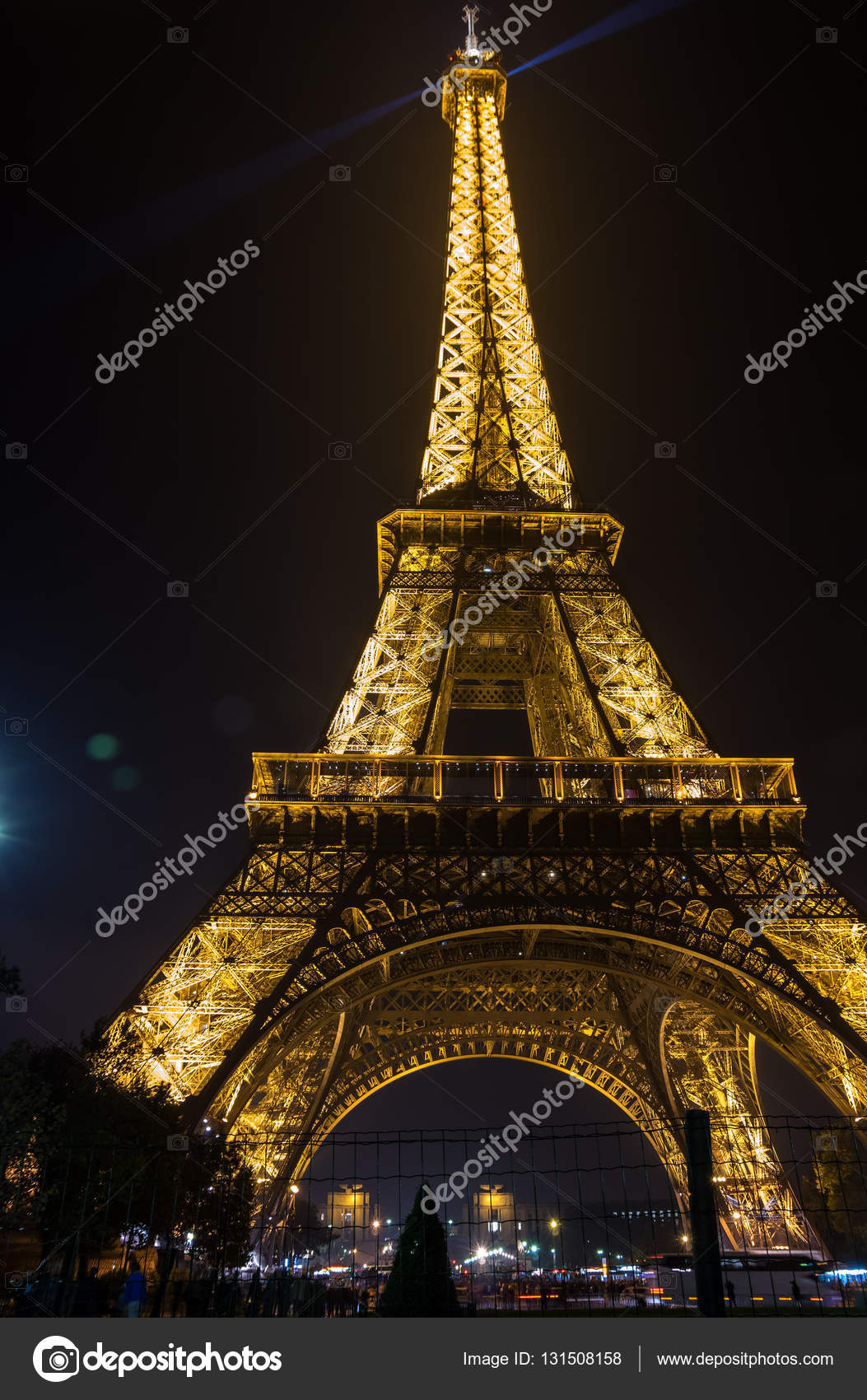 tour eiffel di notte foto editoriale stock gumbao. Black Bedroom Furniture Sets. Home Design Ideas