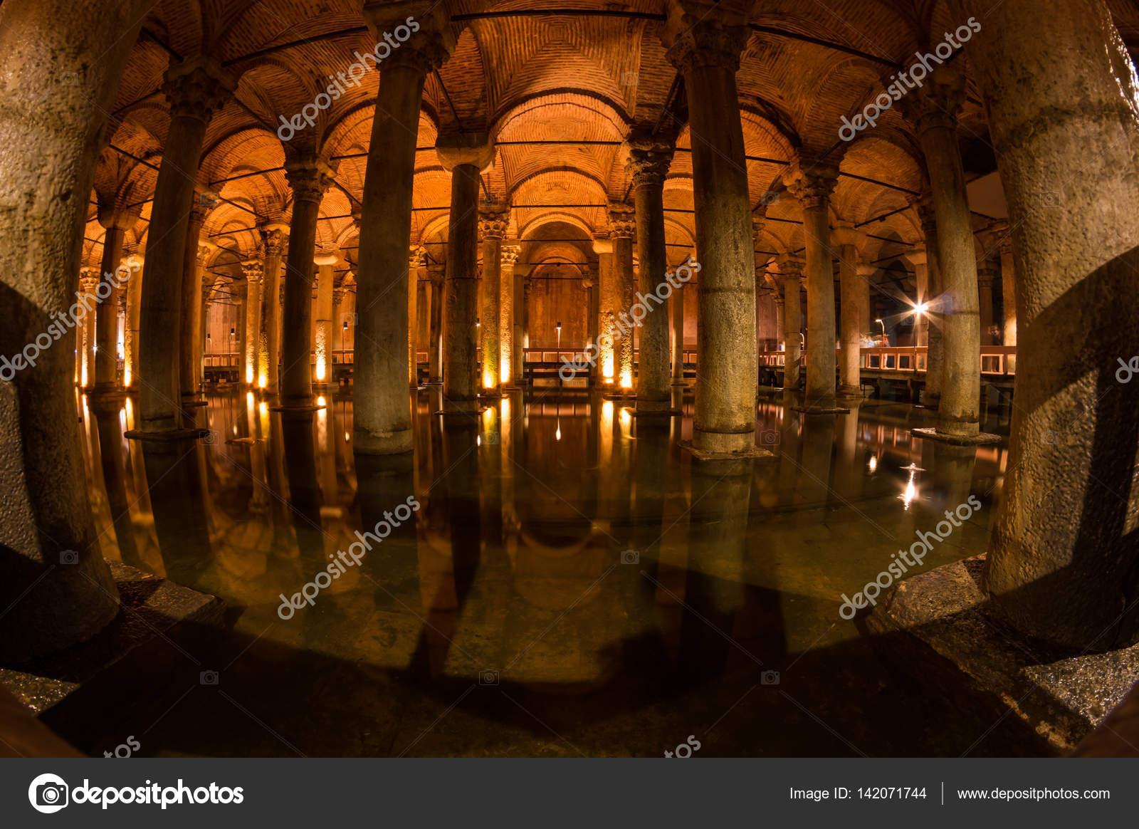 イスタンブールの地下宮殿 - ス...