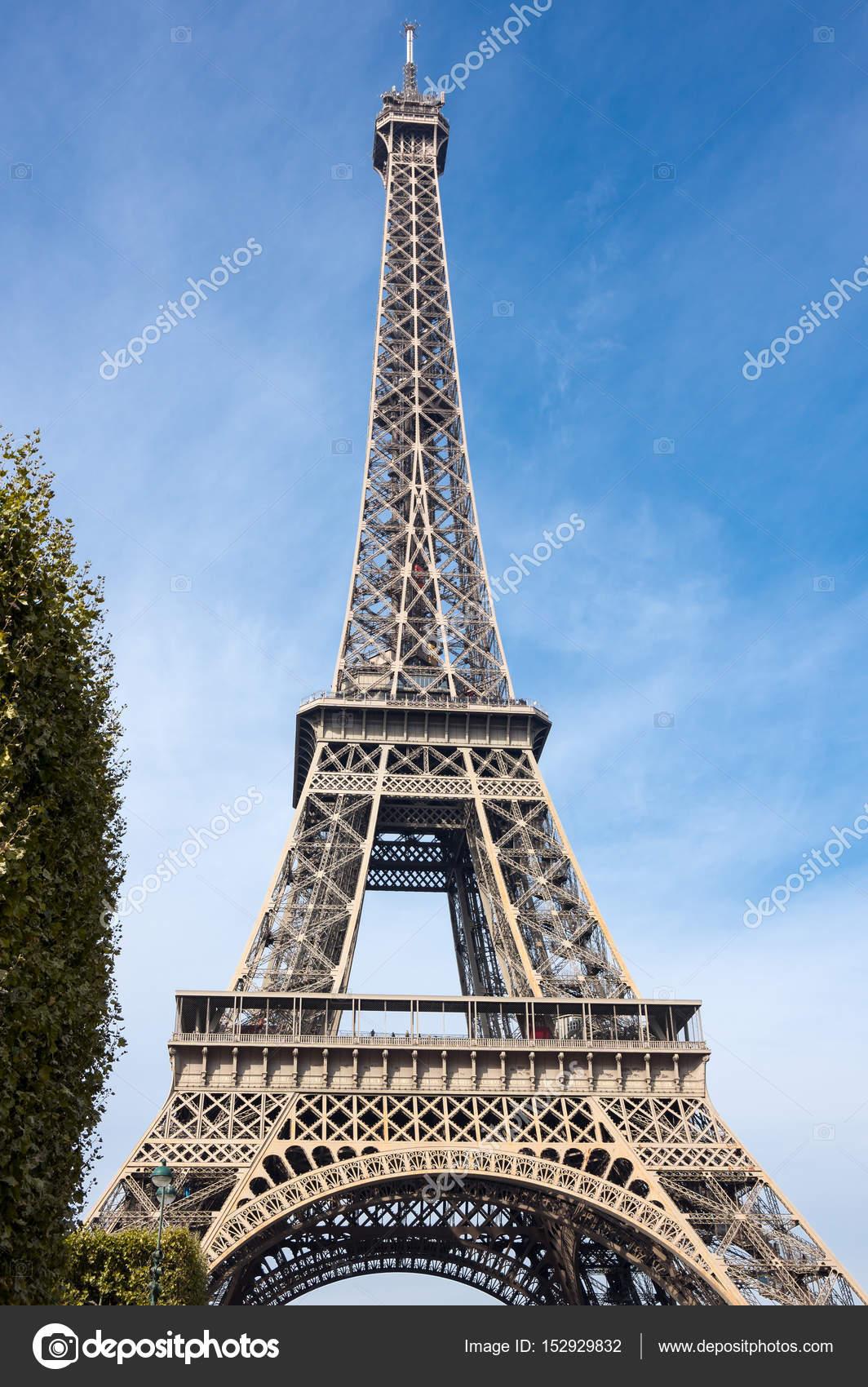 der eiffelturm in paris stockfoto gumbao 152929832. Black Bedroom Furniture Sets. Home Design Ideas