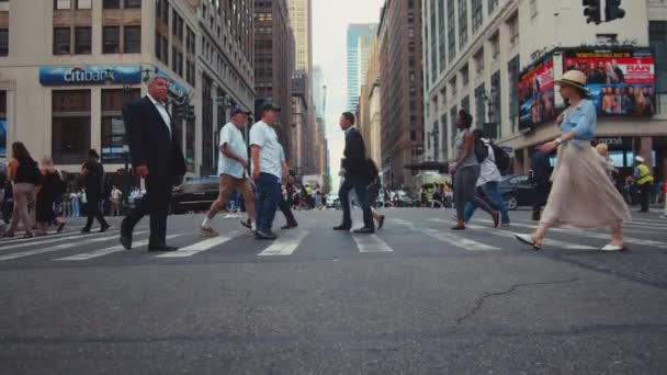 Crowd crossing the road in Manhattan, NYC