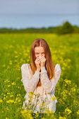 Alergie na pyl, holka, kýchání