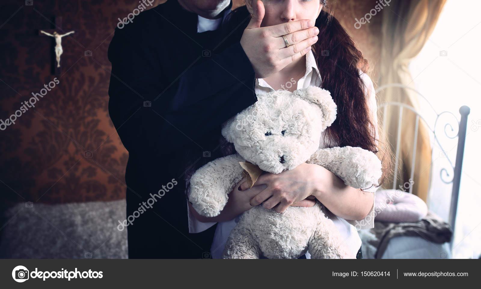 Священник с молодой девкой