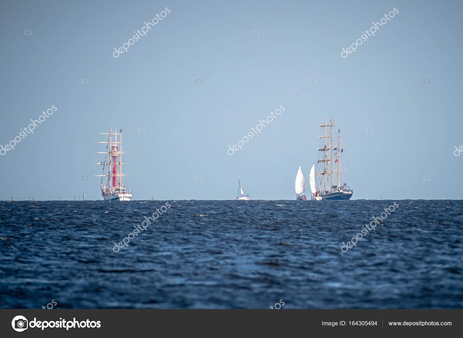 Segelschiffe auf dem meer  Trzebiez, Polen - 8. August 2017 - große Segelschiffe Segel zum ...