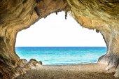Fotografia Grande grotta vuota con accesso al mare