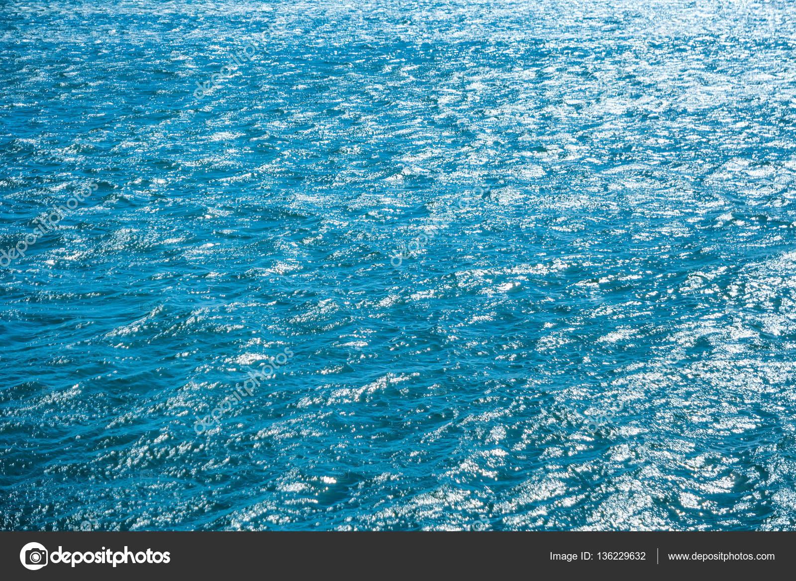 Mare Blu Per Lo Sfondo Foto Stock Dovapi 136229632