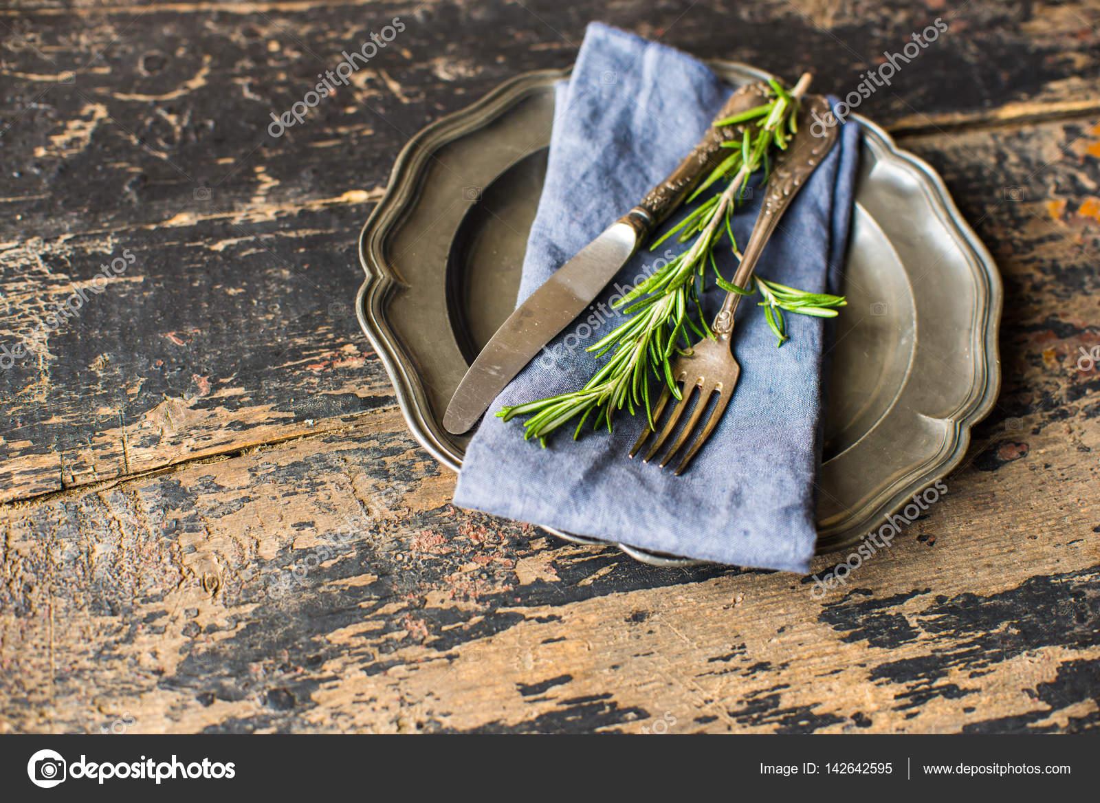 Tischdekoration Mit Rosmarin Stockfoto C Elet 1 142642595