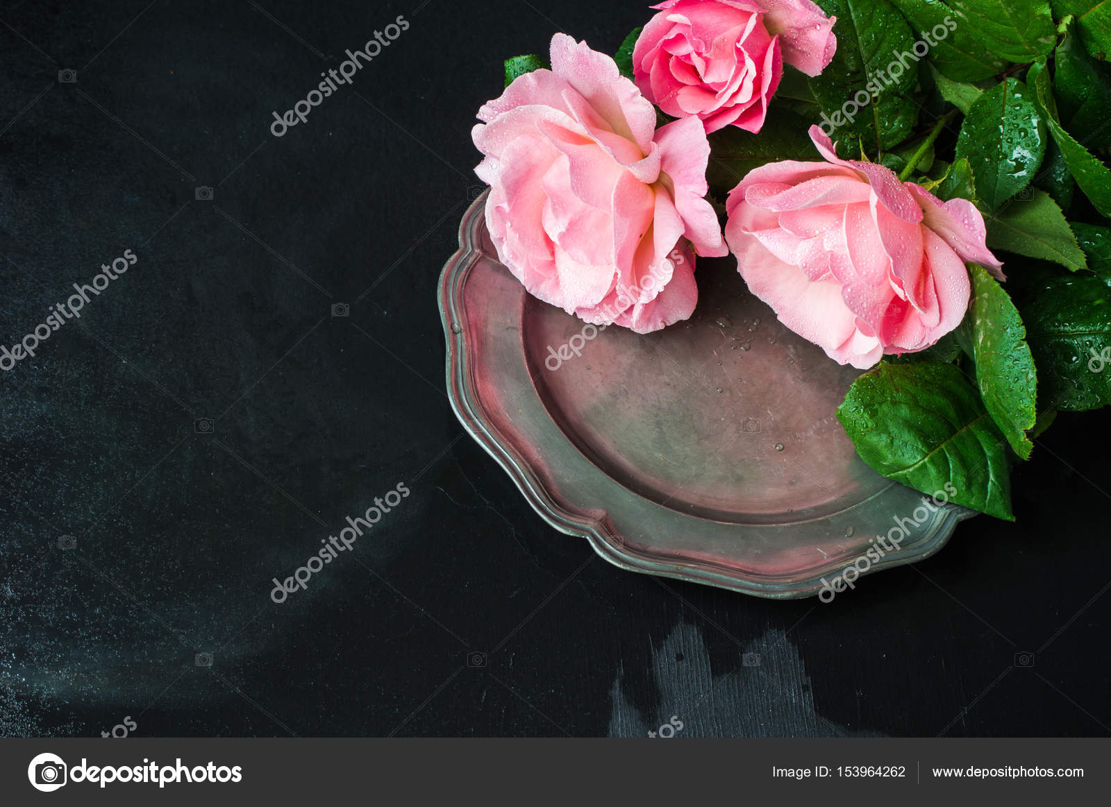 Sommer Tischdekoration Mit Rosen Stockfoto C Elet 1 153964262