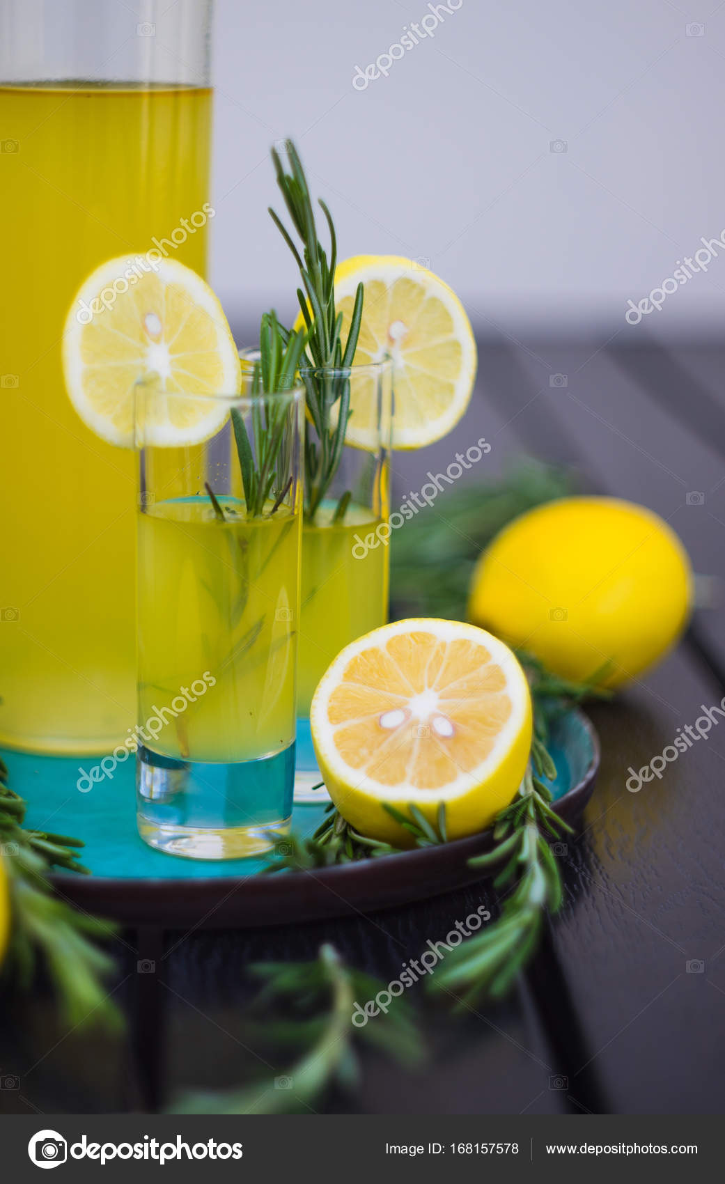 Traditionelle italienische Alcoho Getränk limoncello — Stockfoto ...