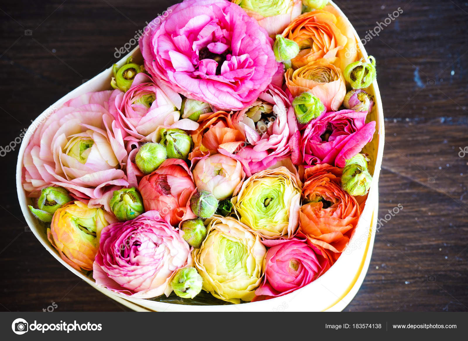 Heart shaped bouquet with anemone flowers — Stock Photo © Elet_1 ...