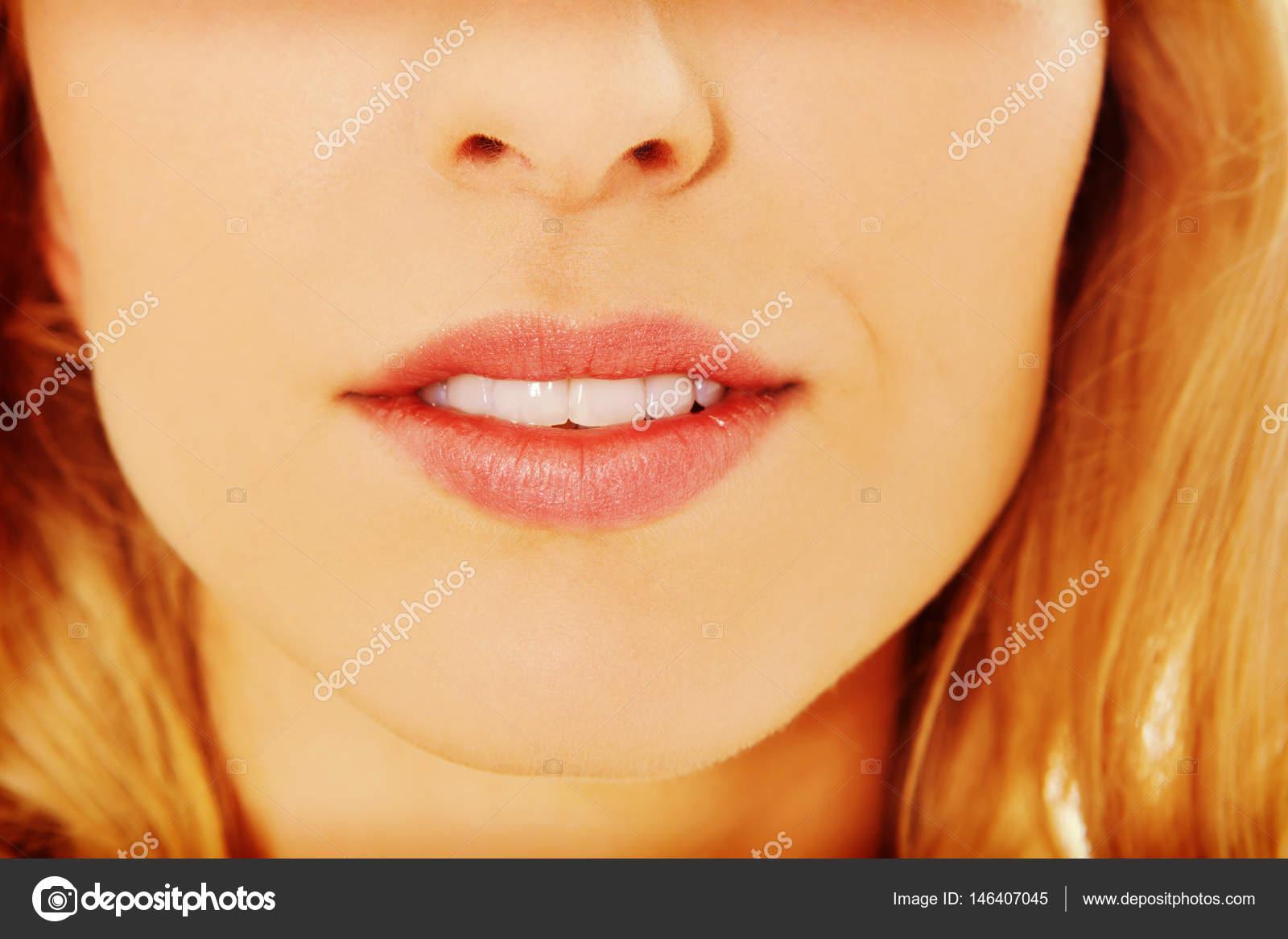 Раздвигают половые губы крупным планом фото, Женские половые губы - фото голых девушек 17 фотография