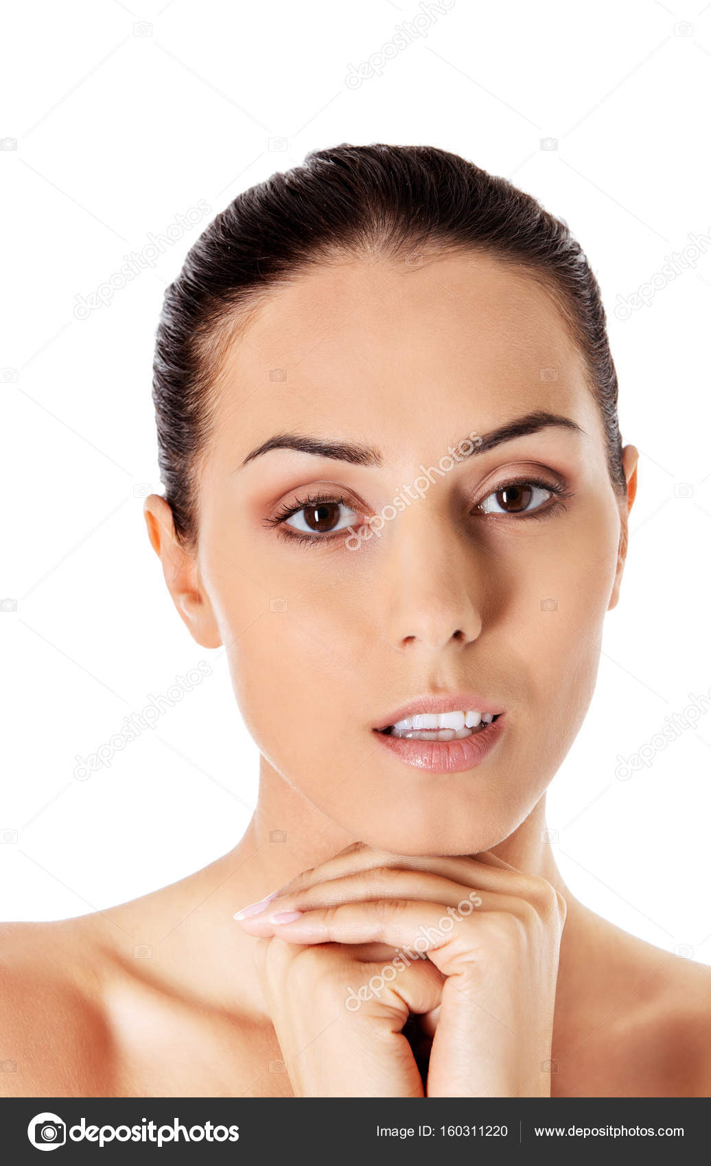 Schönes Gesicht einer jungen Frau mit sauberer, frischer