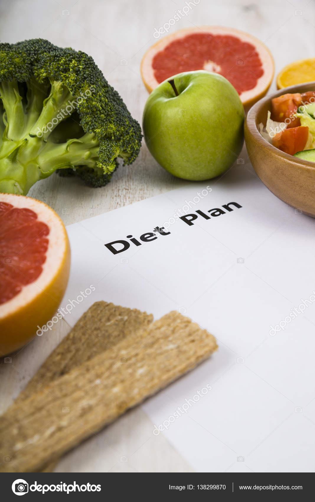 Essen Und Blatt Papier Mit Einer Diat Plan Auf Einem Holztisch