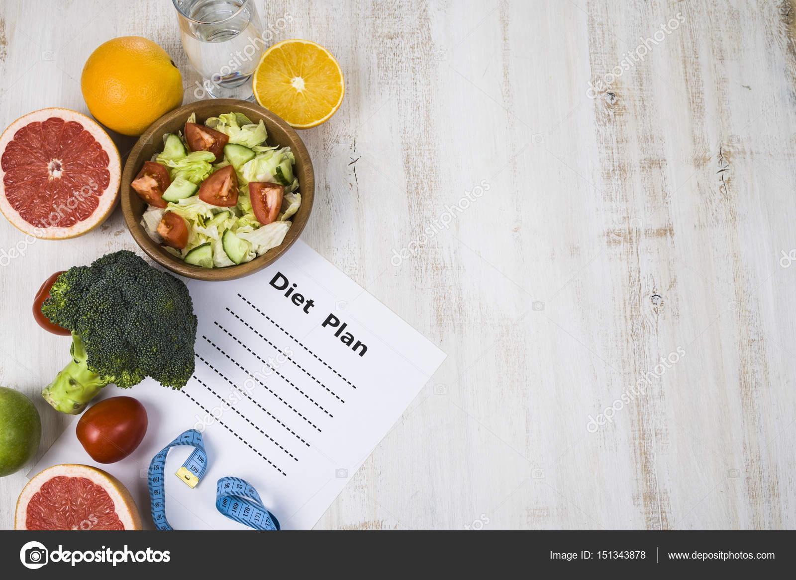 Essen Und Blatt Papier Mit Einer Diat Plan Auf Einem Dunklen