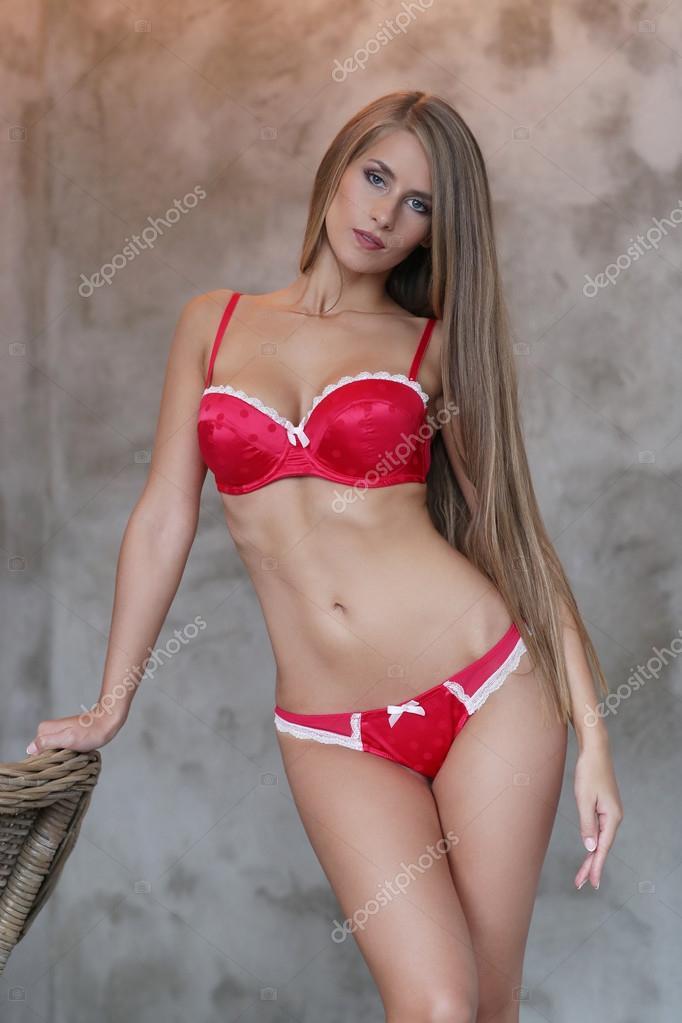 cheaper b42ef 494f4 Frau in roter Unterwäsche — Stockfoto © yekophotostudio ...