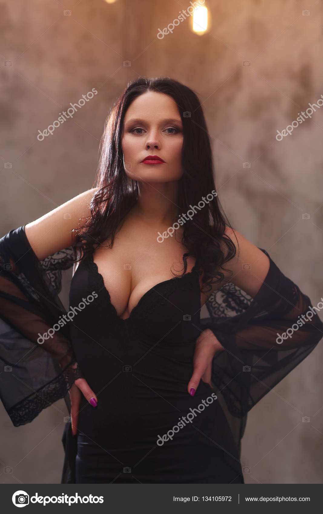 a3ac2663d855 ragazza in abbigliamento di sera — Foto Stock © yekophotostudio ...
