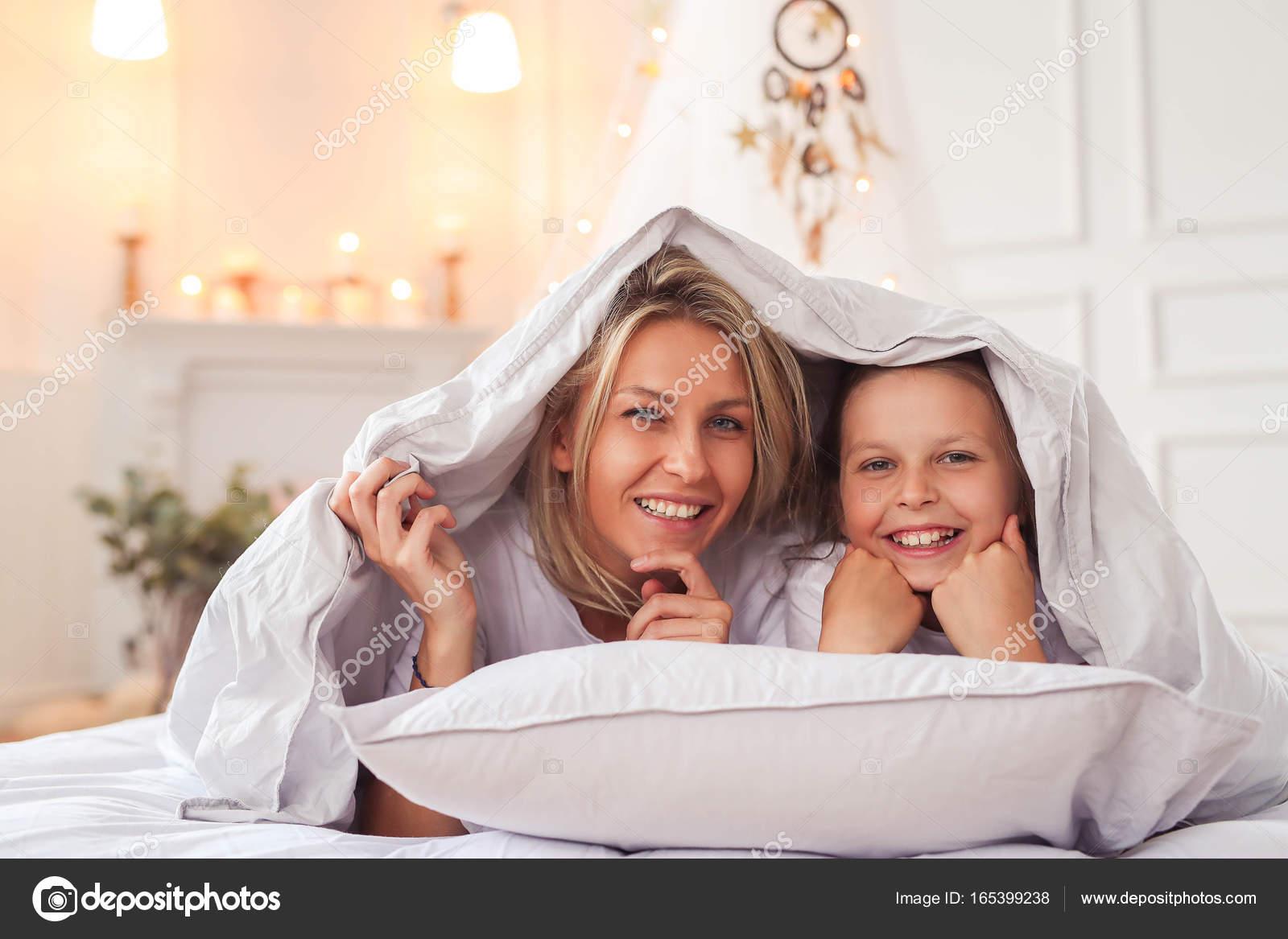 Дочку в постели