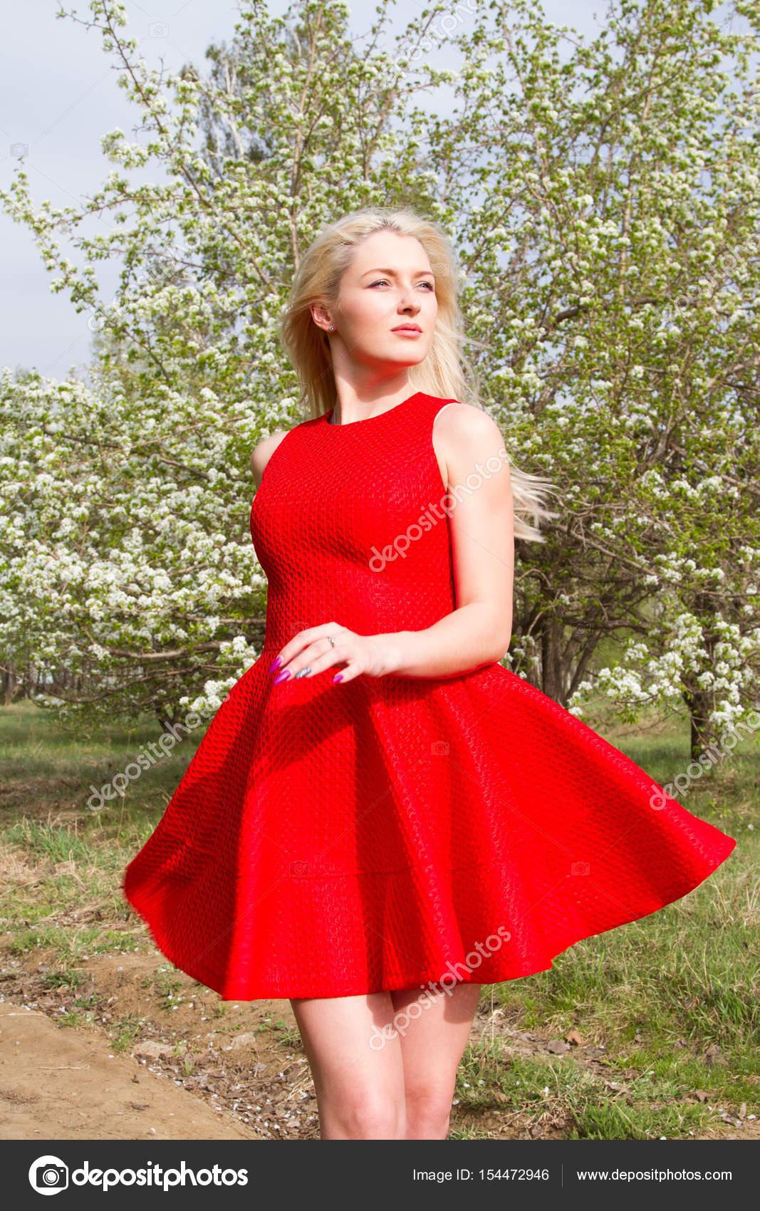 Robe courte jeune femme