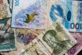 Čínské a ruské peníze v malých bankovkách