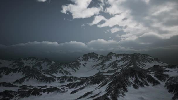 Vysoká nadmořská výška vrcholů a mraky