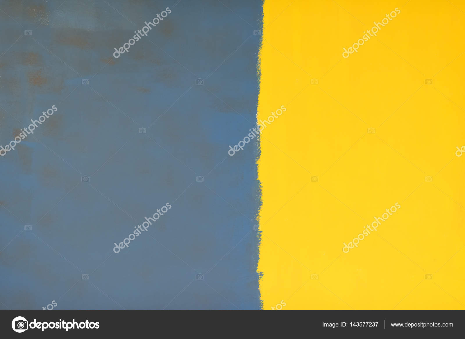Half Geschilderde Muur : Half geschilderde muur u stockfoto shock